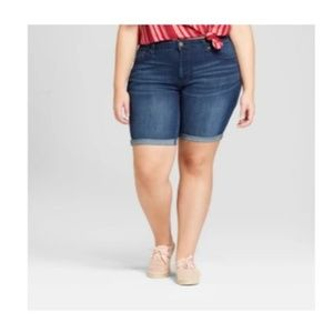 Universal Thread Women's Plus Size Roll Cuff Short